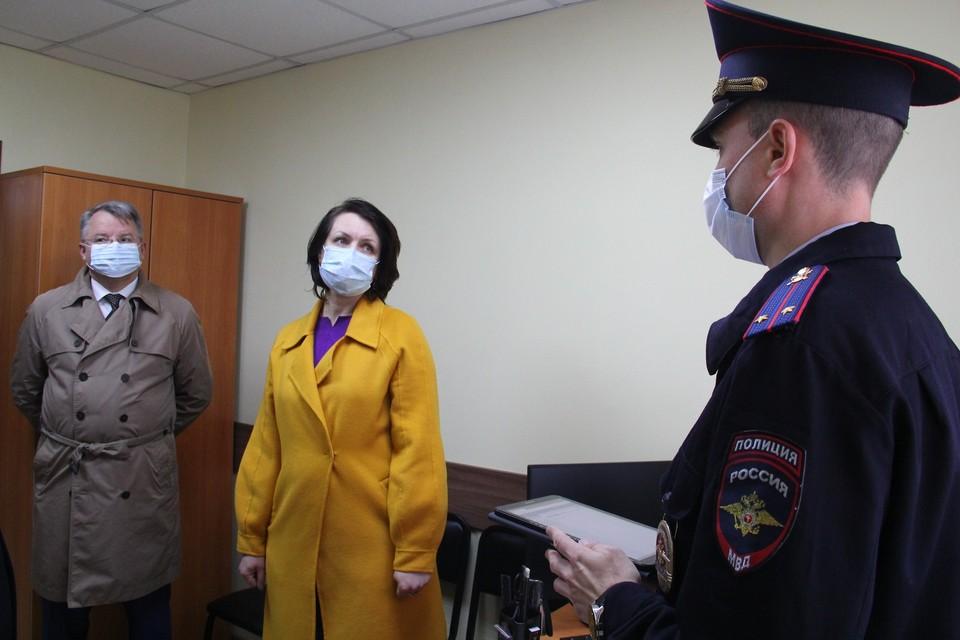 В микрорайоне «Амурский-2» мэр Омска побывала на открытии участкового пункта полиции.
