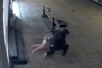 «Устал спать один»: подробности и видео резонансного ограбления магазина с интим-куклами