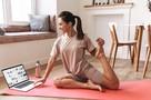 Спортивный врач показал 7 упражнений, которые избавят от осенней хандры
