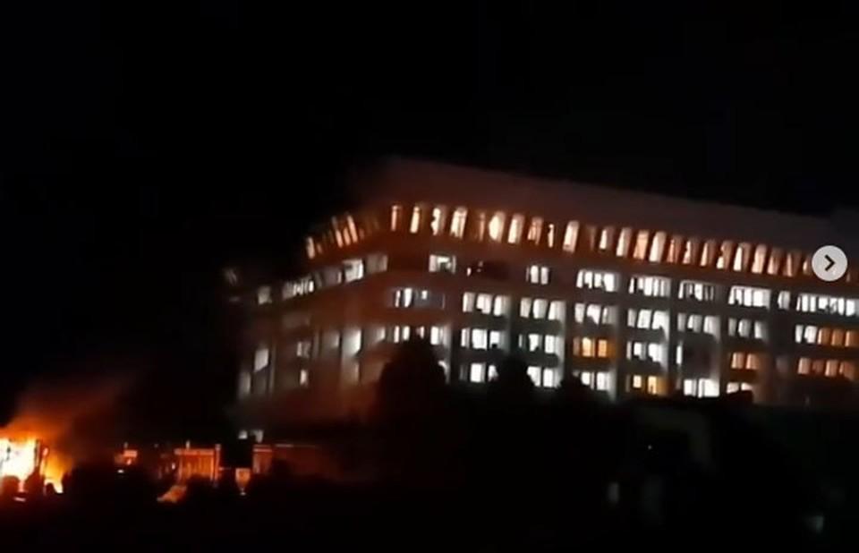 Белый дом в Бишкеке захвачен митингующими.