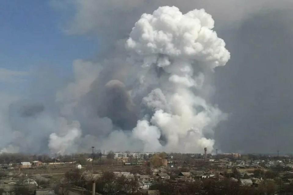 После взрывов на складе боеприпасов в Скопинском районе Рязанской области, медики госпитализировали более 20 человек.
