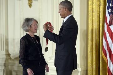 Нобелевская премия по литературе досталась американке: Луиза Глюк обошла Людмилу Улицкую и Харуки Мураками