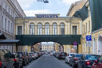 От перлюстрации к тоннам мелких посылок: в Петербурге начинается реставрация Главпочтамта