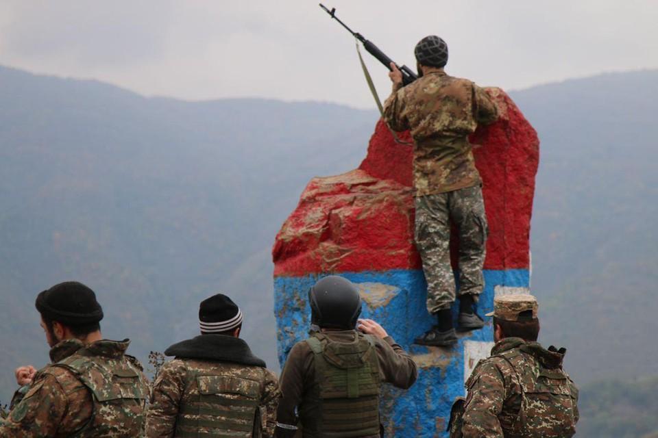 Сообщается, что около 200 человек пытались установить в Гадруте флаг Азербайджана