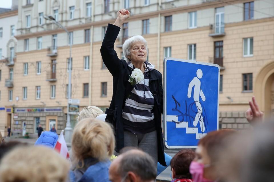 """В Минске пенсионеры """"периодически выходили на проезжую часть"""" из-за чего образовывались пробки"""