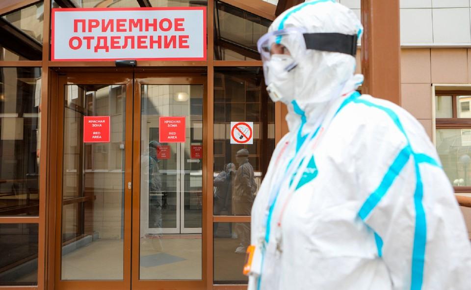 Уже семь месяцев российские медики ведут напряженную борьбу с опасным новым вирусом.