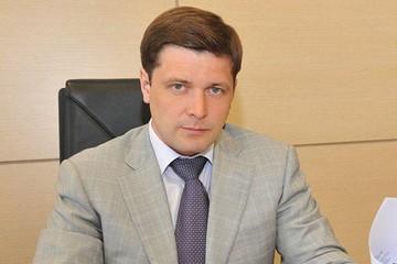«Ваша зарплата - это бутылка плохого вина, которое я пью по вечерам»: Как министр из провинции отстроил дворец на 56 комнат под Москвой