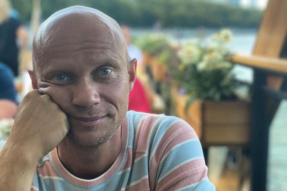 Актер, телеведущий и участник недавно закрытого проекта Comedy Woman Дмитрий Хрусталев признался, что не употребляет алкоголь уже несколько лет и намерен вообще не пить до конца жизни.