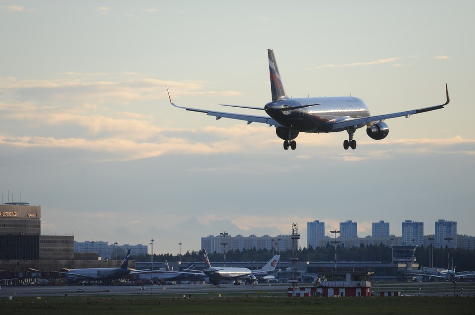 Самолет Минобороны доставил на родину 27 российских детей из Сирии