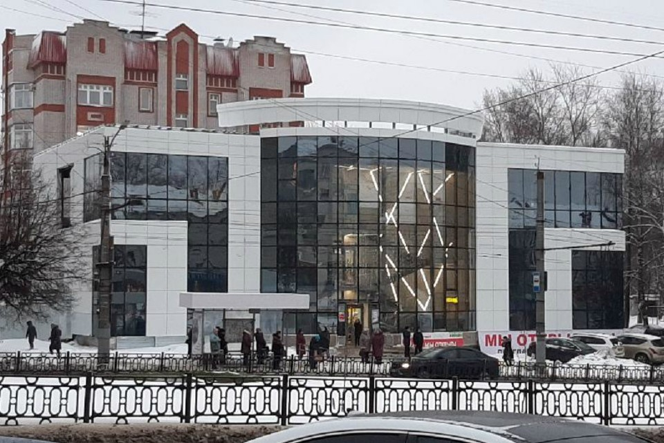 Из-за незаконно построенного этажа весь ТЦ могут закрыть. Фото: прокуратура Кировской области