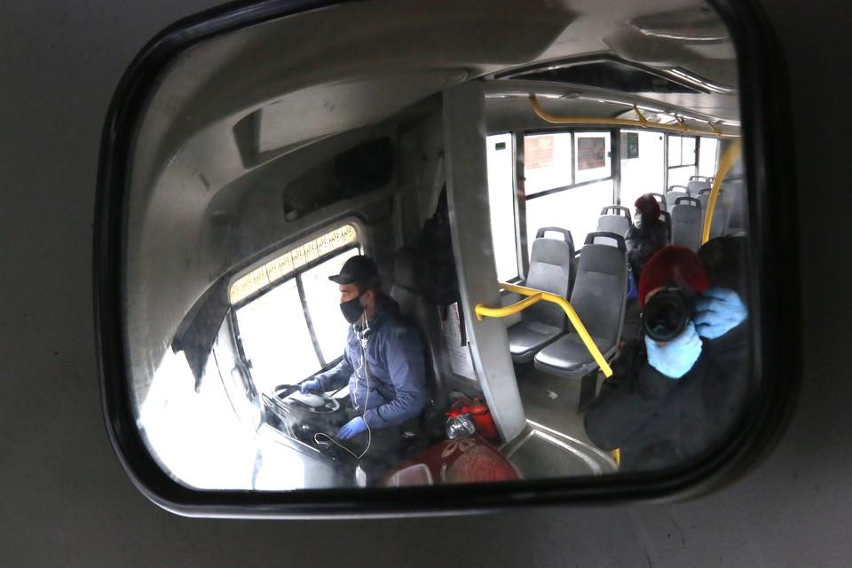 Больше всего шансов подхватить инфекцию, будь то обычное ОРВИ или коронавирус, - в общественном транспорте.