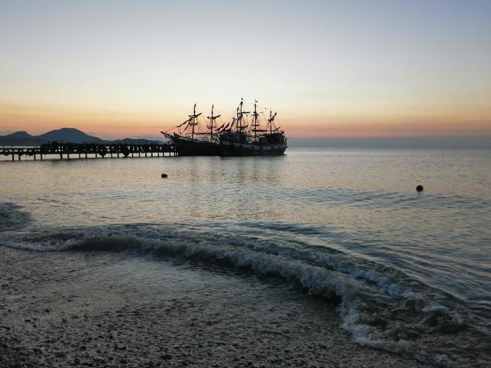 Температура воды в Черном море +20…22°.
