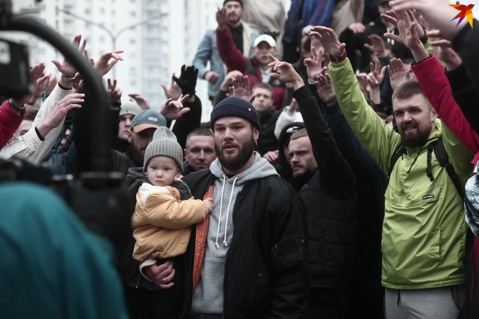 """Съемки клипа Макс Коржа на песню """"Ее виной"""". На фото с сыном Назаром."""