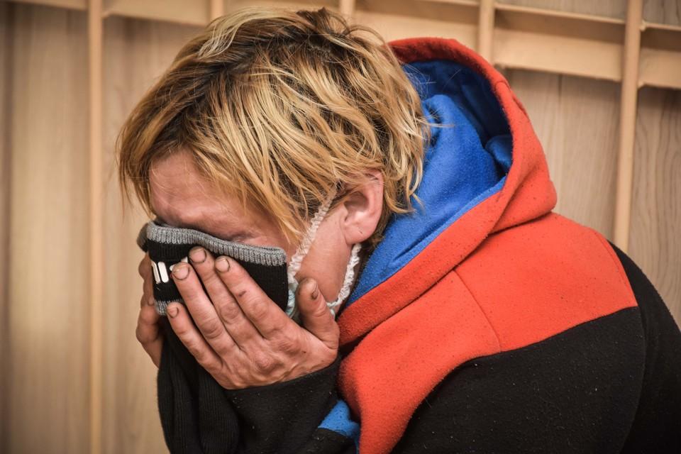 Мама погибших детей плакала во время суда.
