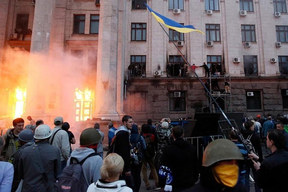 2 мая 2014 года, после уличных столкновений, бандеровцы загнали противников в Дом профсоюзов и забросали здание «коктейлями Молотова»