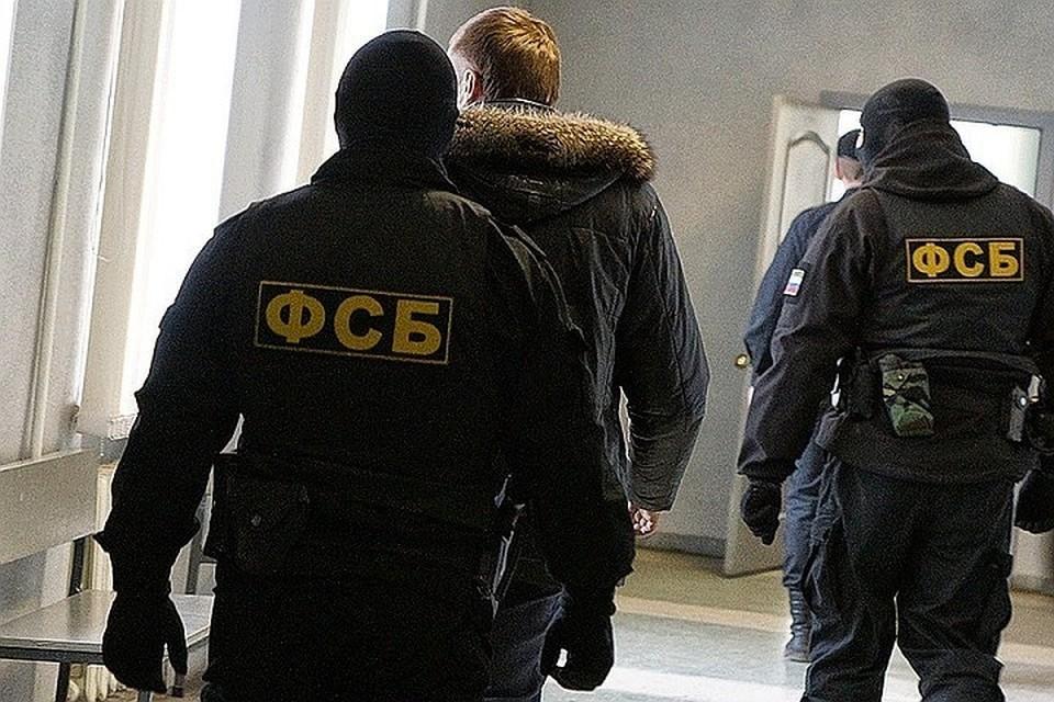 """Беглого полицейского подозревают в связях с преступной группировкой, взятках и """"крышевании"""" незаконного бизнеса."""