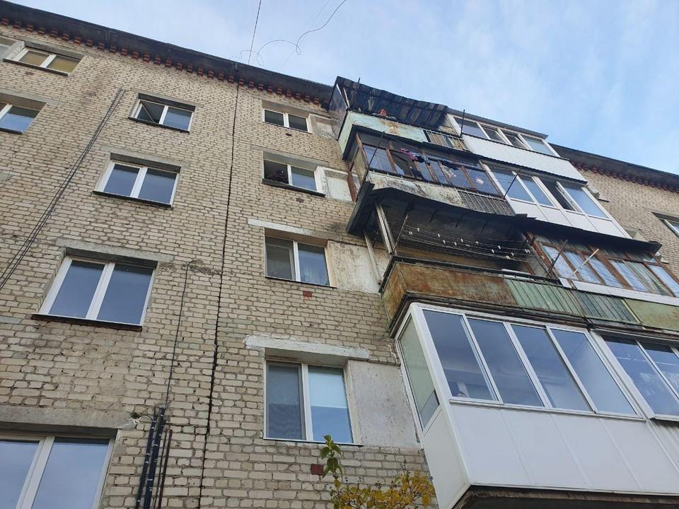 Жительница Саратова, которая выбросила дочерей из окна, переживала из-за сроков сдачи жилья в новостройке