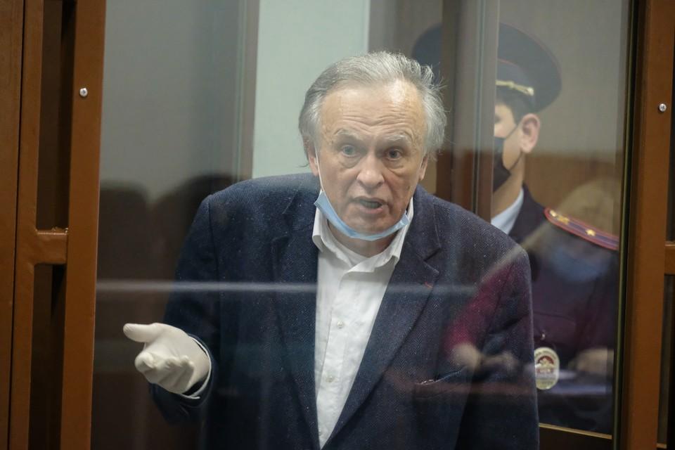 Олег Соколов утверждает, что угрозы исходили из окружения историка Евгения Понасенкова