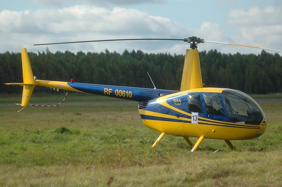 Два человека погибли при падении вертолета в Вологодской области
