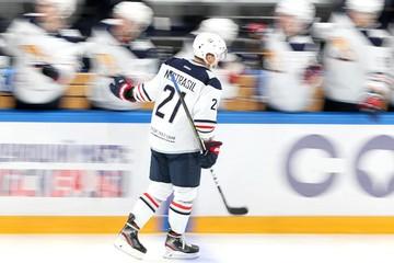 На ближайшие матчи чемпионата КХЛ не полетят 10 игроков магнитогорского «Металлурга», находящиеся на карантине