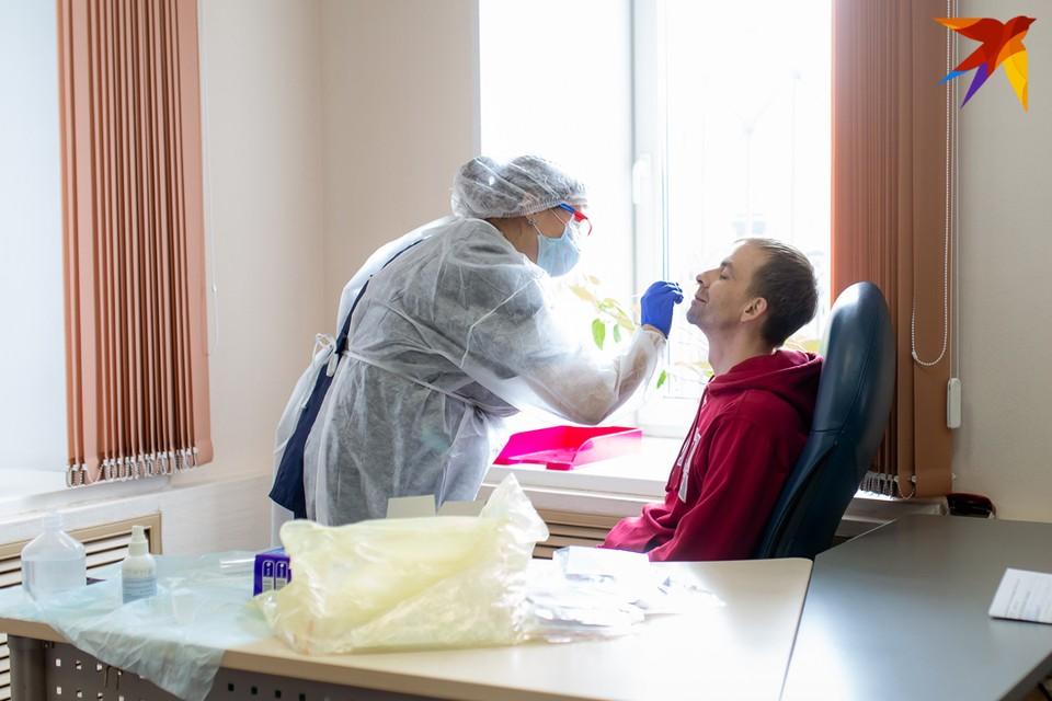 Средняя сумма помощи переболевшим коронавирусом медикам - 644 рубля. Но платят матпомощь не всем.