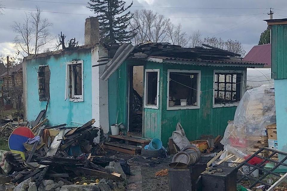 Огонь буквально уничтожил частный дом на улице Тульская,269а, где жила семья с двумя детьми. Фото: предоставлено Отиа Сулава