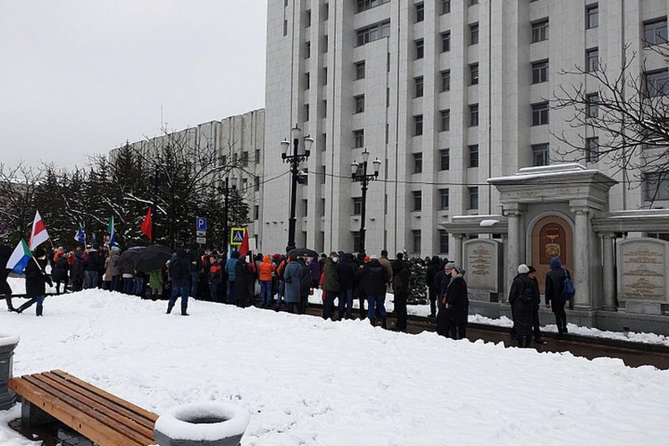 В мэрии Хабаровска подсчитали что в эту субботу на митинг на площадь Ленина вышли около 300 человек