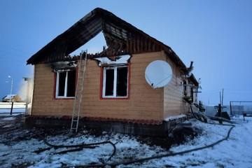 В Якутии в ночном пожаре погибла мать и ее четверо маленьких детей, отец выжил