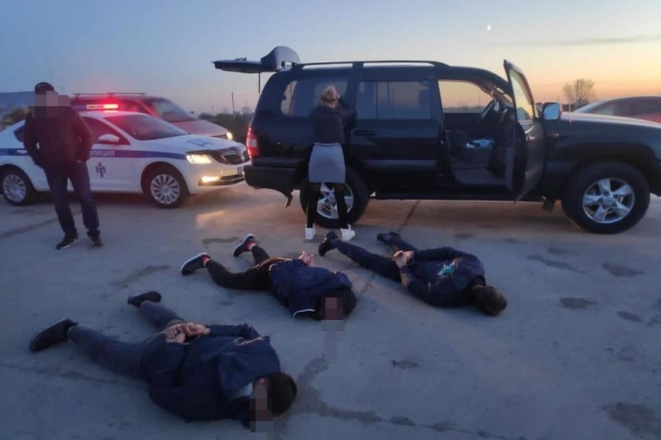 Похитители перевозили пару из их квартиры в другую. Фото: ГУ МВД по НСО
