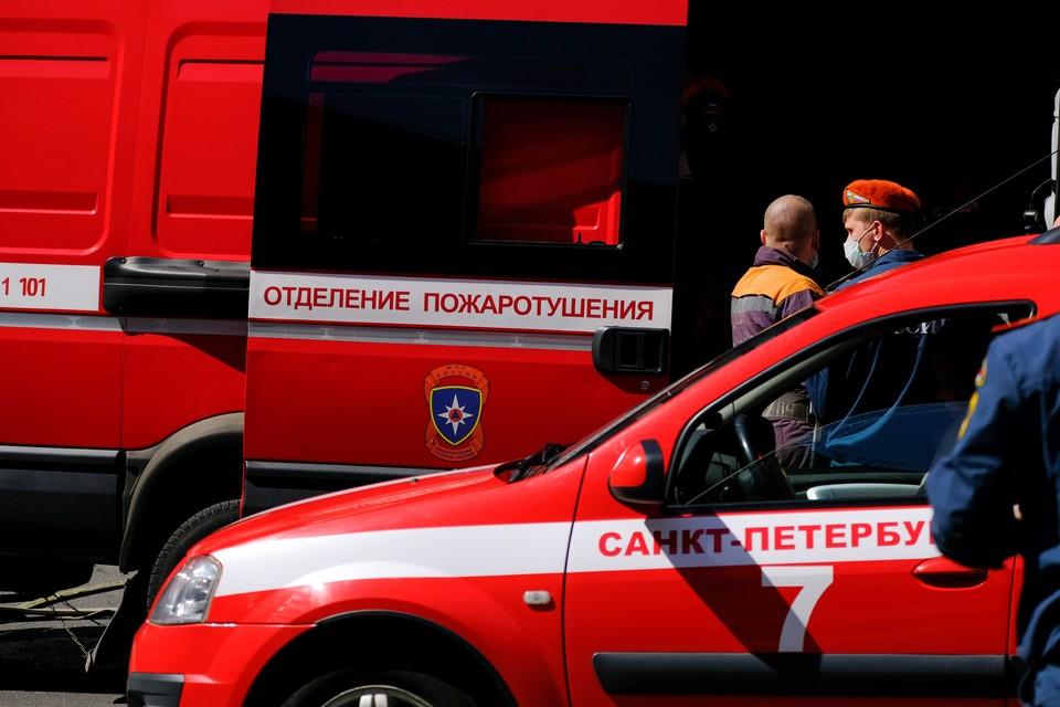 Улицы в Московском районе Петербурга перекрыты из-за пожара в двухэтажном здании