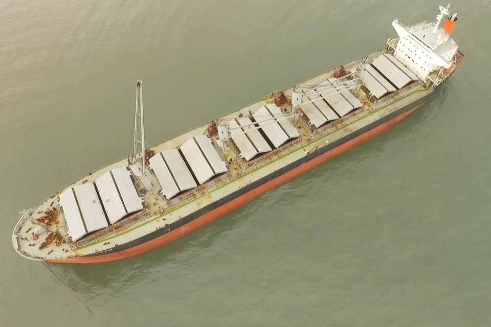 Панамское судно «Mercury Ocean» вторые сутки сидит на мели