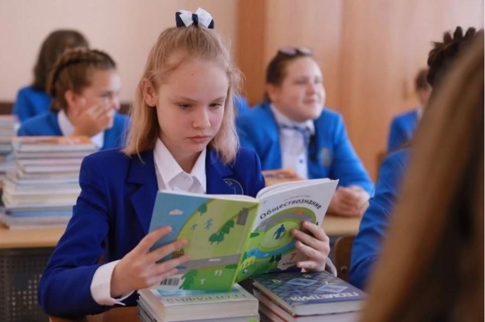 Скоро у школьников начнутся каникулы, а помещения школ будут дополнительно дезинфицировать.