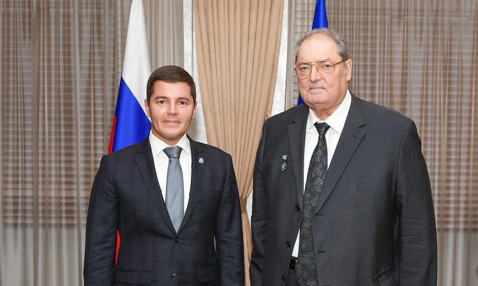 Дмитрий Артюхов вручил первую памятную медаль «90 лет ЯНАО»