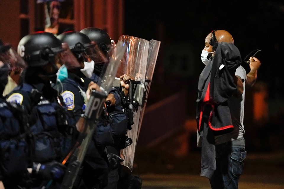 Смертельное ДТП спровоцировало столкновения жителей Вашингтона с полицией
