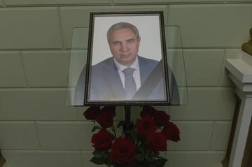 Суд освободил подозреваемого в краже 20 млн рублей у убитого киллером депутата Александра Петрова