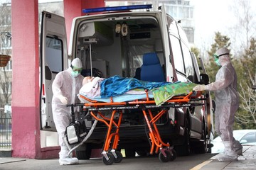 Названа причина очередей в ковидные больницы Омска