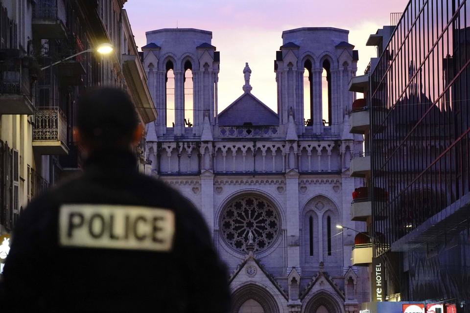 Полиция выяснила личность преступника, убившего твоих человек в Ницце.
