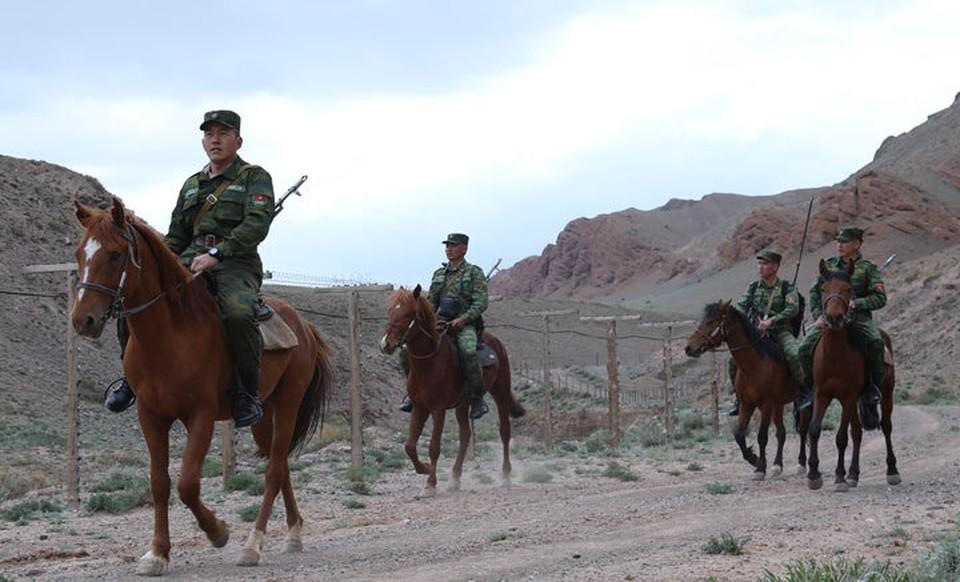 Военные перешли на усиленный вариант несения службы.