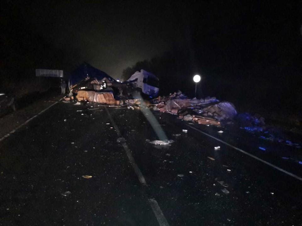В Воронежской области столкнулись автобус с грузовиком: один человек погиб, девять пострадали