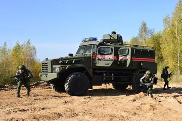Новый российский армейский автомобиль не остановит мина или автомат Калашникова