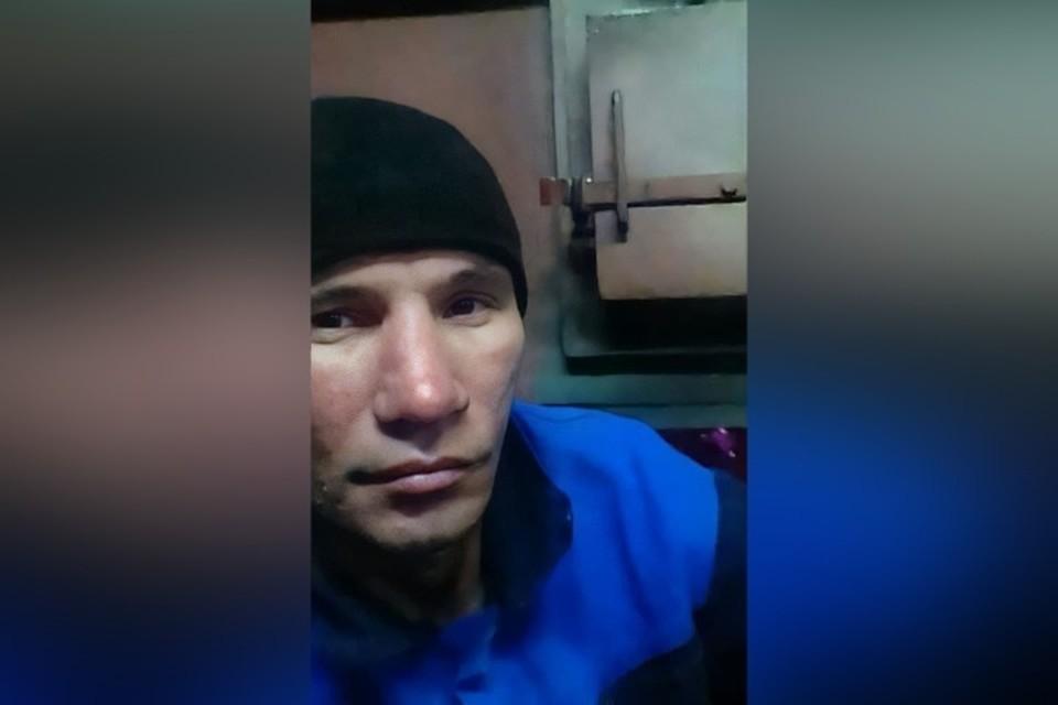 """Зеленоглазый мужчина в горнолыжном костюме пропал в Кузбассе. ФОТО: поисково-спасательный отряд """"Лиза Алерт"""""""