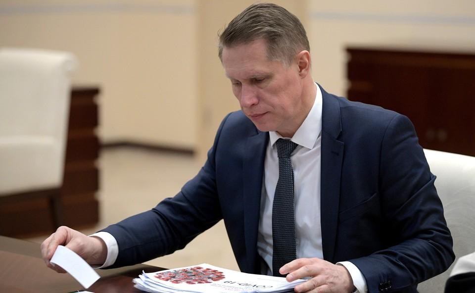 Министр считает, что в будущем люди с осторожностью будут протягивать друг другу руку при встрече.
