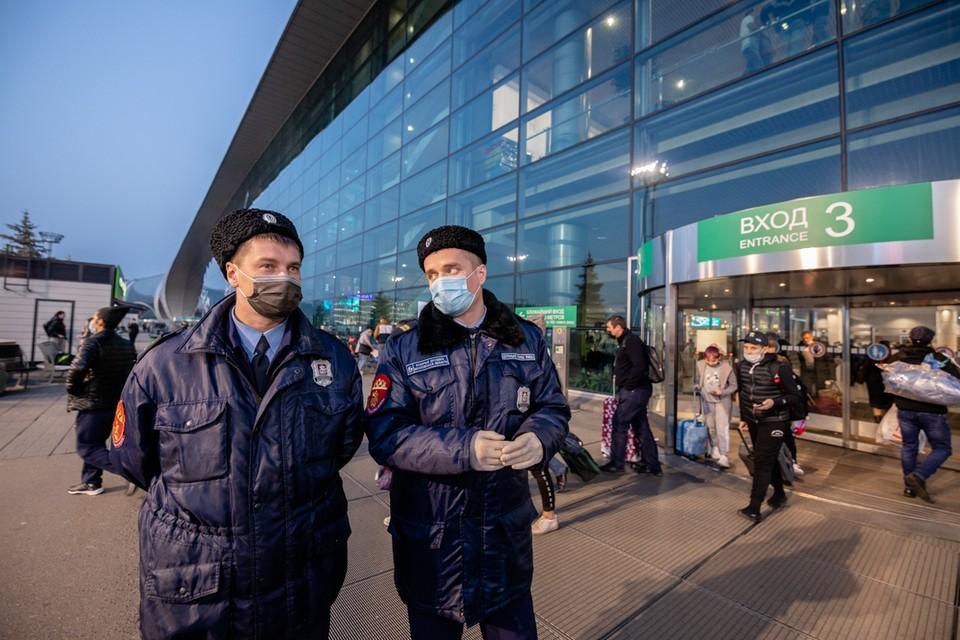 В столичных аэропортах теперь ходят казачьи патрули.