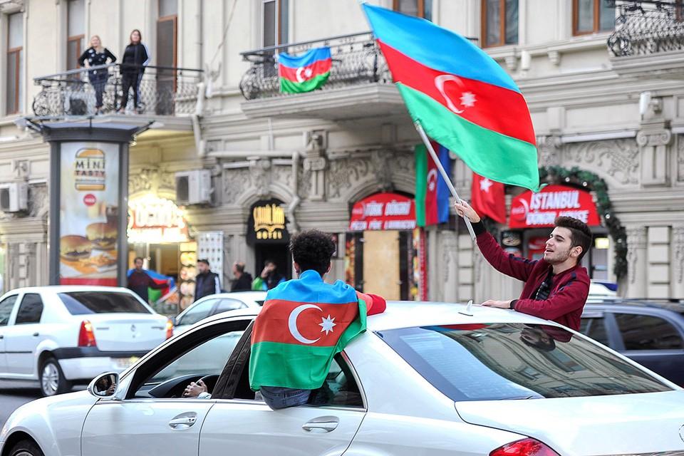 Празднования в Баку по случаю подписания соглашения о перемирии в Нагорном Карабахе.