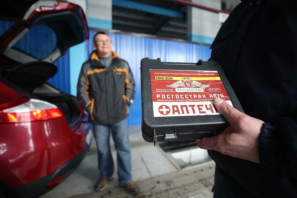 Автомобилистам, которые купят аптечку, произведенную до 1 января 2021 года, разрешается использовать ее в течение срока годности. Фото: Егор Алеев/ТАСС