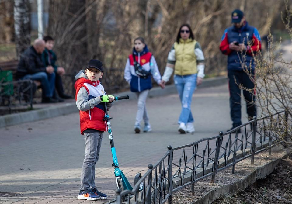 На субсидии малообеспеченным семьям с детьми правительство направляет дополнительно еще 62 млрд рублей.