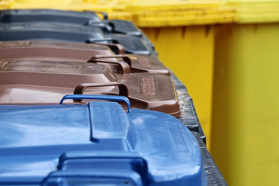 В Ленинградской области установят дополнительные контейнеры для сбора пластика и стекла. Фото: пресс-служба правительства Ленинградской области.