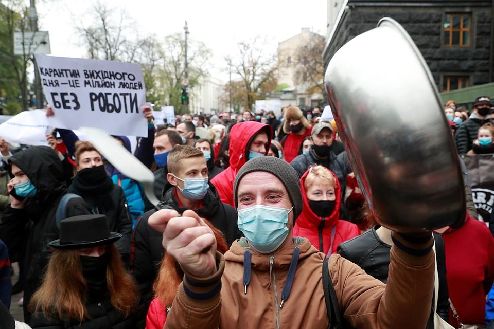 Владимир Зеленский вместе с правительством приняли решение для борьбы с пандемией коронавируса в стране вести «карантин выходного дня»