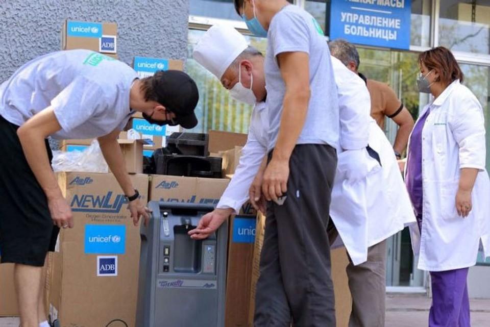 Медоборудование доставили в рамках чрезвычайной медицинской помощи АБР.