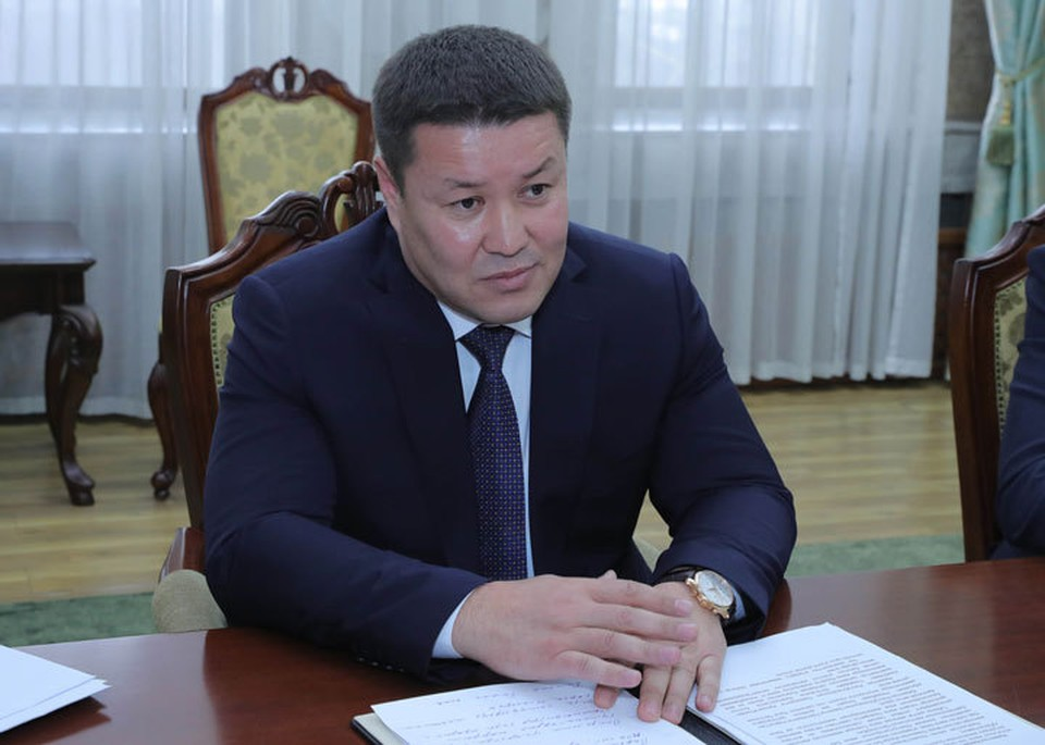 Талант Мамытов подписал указ об образовании Конституционного совещания.